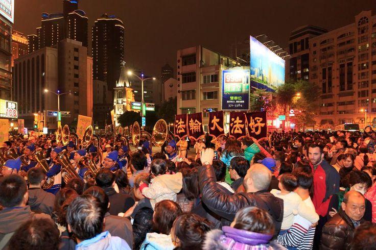 Kaohsiung, Taiwan: Falun Gong Band Lights Up Lantern Festival Parade