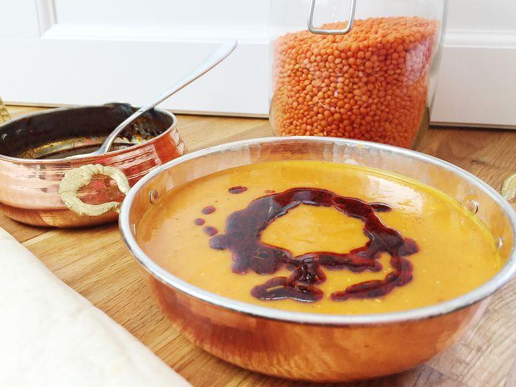 Türkische Linsensuppe – Mercimek Corbasi Es gibt's nichts Besseres als eine sättigende und leckere Suppe in den kalten Wintertagen. Perfekt eignet sich da die Türkische Linsensuppe, die ich nicht nach dem klassischen Rezept, sondern auf meine Art zubereite. Zutaten für die Suppe: 1 Tasse rote Linsen 1,5 L kaltes Wasser 1 große Karotte 1 große …