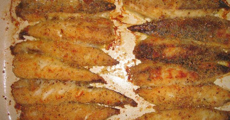 Filetes de carapau panados no forno com orégãos Ontem comprei chicharros (carapaus grandes), um peixe que, por ser barato, há quem pense qu...