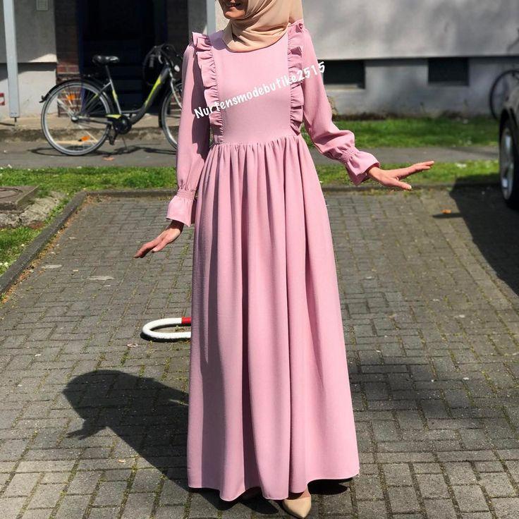 """275 Beğenme, 8 Yorum - Instagram'da Tesettür ve Genc Moda (@nurtensmodebutike2515): """"Veee en cok beklenilen elbise modellerimiz den bir tanesi desem Vintage firfirli gül…"""""""