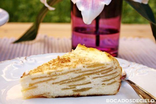 TARTA DE QUESO Y MANZANA: - 3 o 4 manzanas- 500gr. de queso kwark ( sustituirlo por philadelphia)- 4 huevos- 110gr. de azúcar- 50gr. de mantequilla.- 1 cucharada sopera de maizena- 2 cucharaditas de café de levadura.Batir todo+ la manzana en rodajas finas. H 175º 45´ http://bocadosdecielo.blogspot.com.es/search/label/Sin%20gluten.