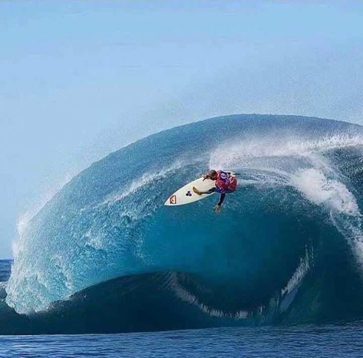 Kelly Slater, surfer.                                                                                                                                                     Más