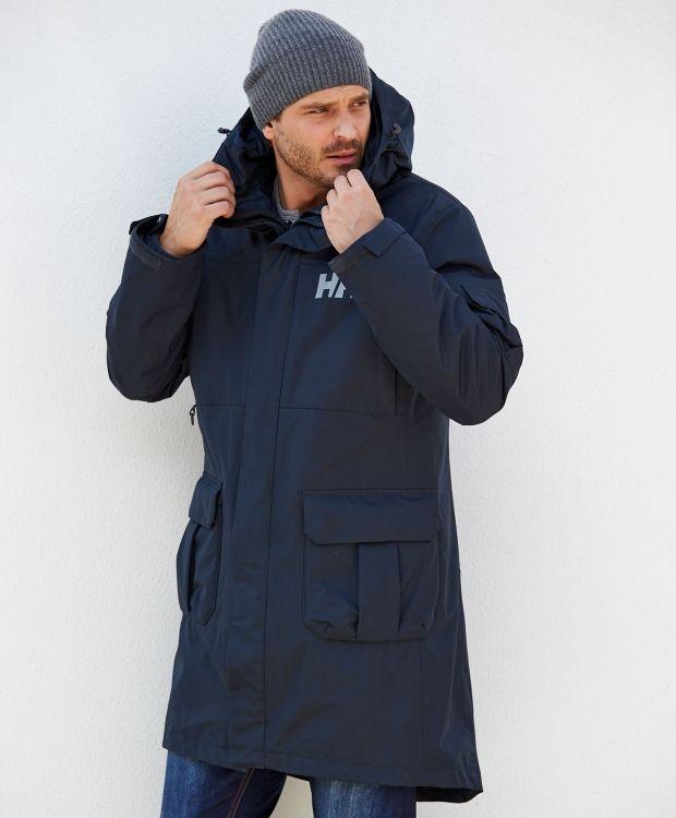Helly Hansen Rigging coat for men Helårsparkas i lengre modell som holder deg tørr og varm. 3-i-1jakke med avtakbart fôr. Justerbar hette. Stormklaff. Justerbare mansjetter. Logo på bryst- og rygg.