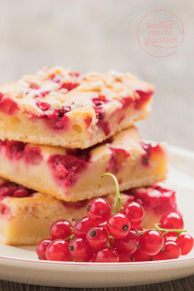 Saftiger Johannisbeerkuchen vom Blech - durch Schmand im Teig wird der Kuchen mit Johannisbeeren besonders lecker | http://www.backenmachtgluecklich.de