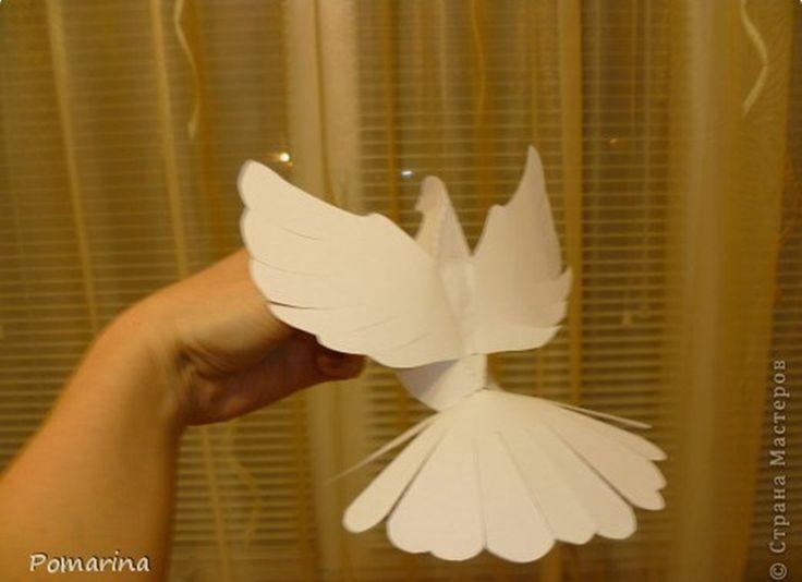 Decoración para primera comunión con palomas de papel - http://ini.es/1jDBQFA