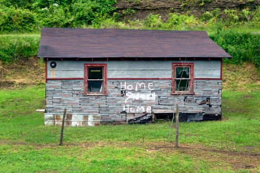 High-Res Stock Photography: West Virginia Fayette County An abandoned home…
