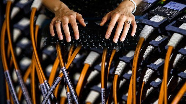 DivaDeaWeag  / La NASA utilizza un 'ombra internet' 100 volte più veloce di Google Fiber. L'agenzia spaziale degli Stati Uniti rete presumibilmente utilizzato riservate chiamato ESnet (Energy Sciences Network),in grado di fornire velocità fino a 91 gigabit al secondo,che è considerato la connessione più veloce mai registrato.