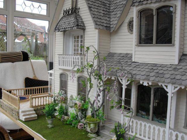 Side view - Garfield - Victoria Villa - June 09 - Gallery - The Greenleaf Miniature Community