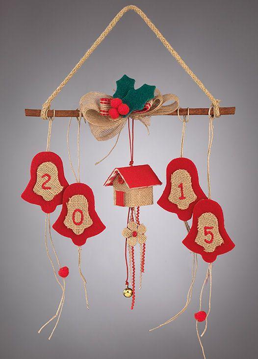www.mpomponieres.gr Στολίδι χριστουγεννιάτικο με κανέλα όπου επάνω της κρέμονται ένα διακοσμητικό σπιτάκι και καμπάνες όπου επάνω τους έχουν κεντημένο το 2015. Όλα τα χριστουγεννιάτικα προϊόντα μας είναι χειροποίητα ελληνικής κατασκευής και μπορεί να γίνει όποια αλλαγή θέλετε στα χρώματα ακόμα και στα σχέδια. http://www.mpomponieres.gr/xristougienatika/xristougeniatiko-stolidi-me-kentimeno-to-2015.html #burlap #christmas #ornament #felt #χριστουγεννιατικα #στολιδια #stolidia…