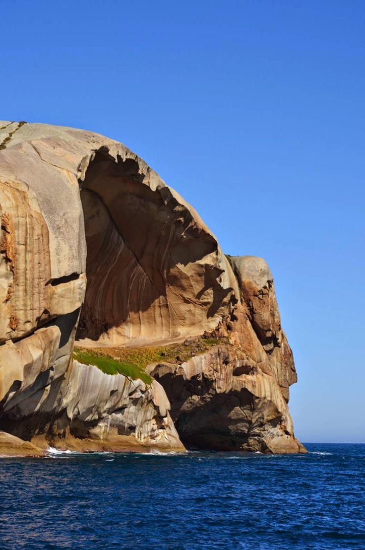 skull rock cleft island australie base de super villain 3   Skull Rock la base de super villain parfaite   villain Skull Rock rocher photo i...