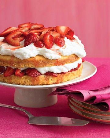 Strawberry cream cake: Cake Recipe, Strawberry Cream Cakes, Strawberries, Savory Recipes, Strawberry Juices, Cake Soaks, Whipped Cream, Treat, Dessert