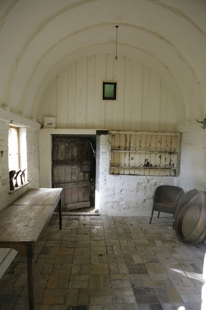 barrel vaulted interior: Rustic Rooms, Studios Spaces, Entry Rooms, Rustic Interiors, Brick, Barrels Vaulted, House, Vaulted Ceilings, Old Barns