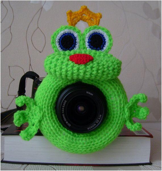 Der Frosch mit der Krone. Spielzeug auf Objektiv. von MiraOla auf DaWanda.com