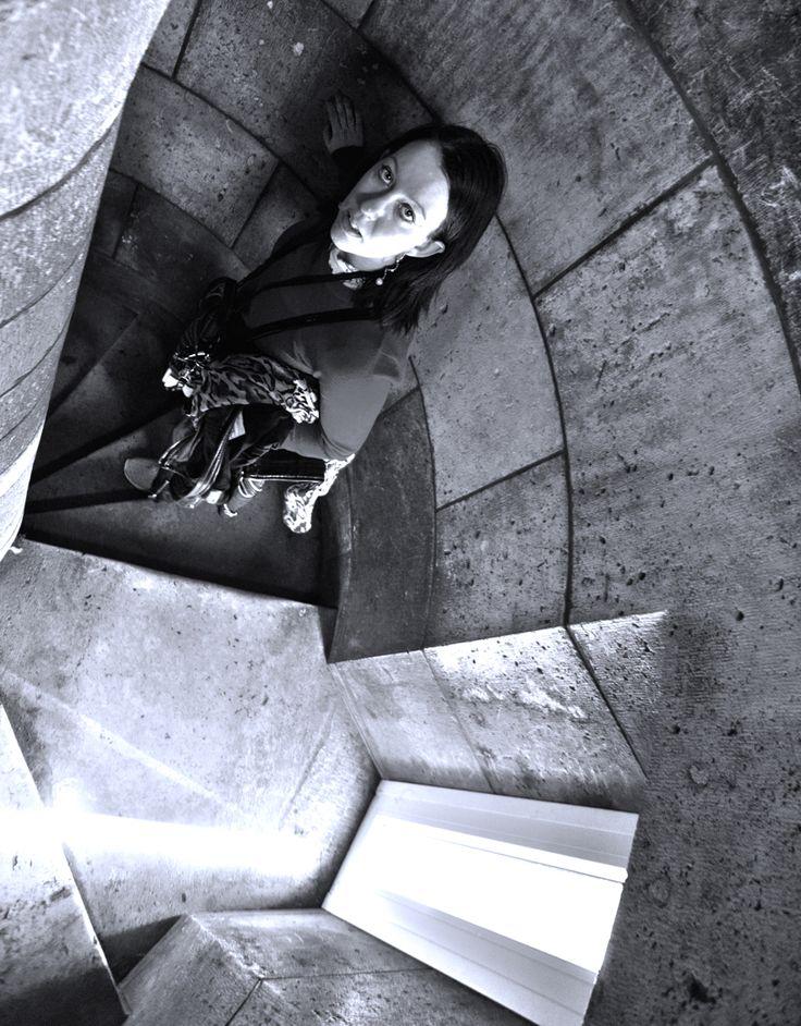 240 steps Thriller drama at Sacre coeur Paris