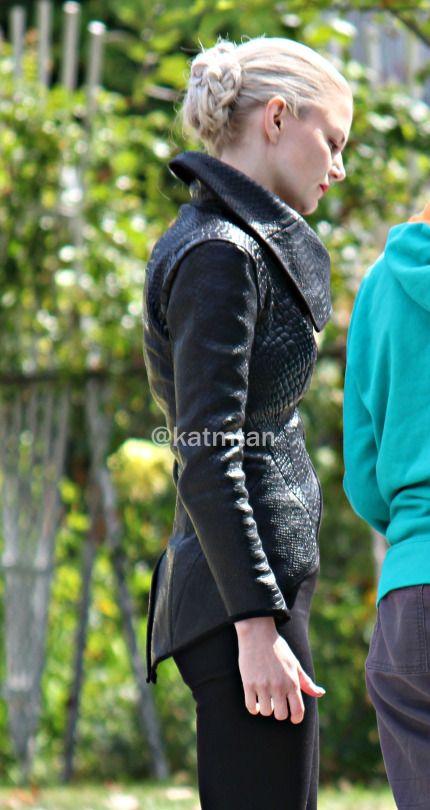 "Dark Swan (Jennifer Morrison) at Swan House in Burnaby - Behind the scenes - 5 * 5 ""Dream Catcher"" - 25 August 2015"