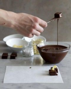 Weck den Chocolatier in ihr/ihm - Pralinen selber machen als Geschenk http://ohphoria.de/Geschenkideen/pralinen-selber-machen/