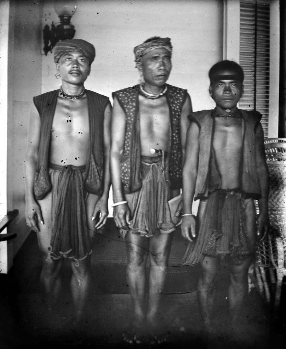 Category:Men of Nias - Wikimedia Commons