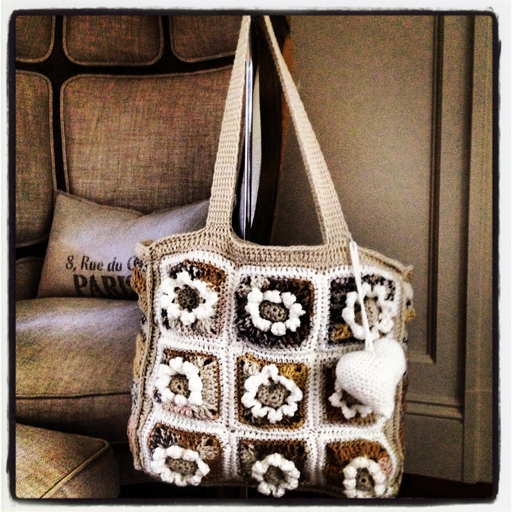 The Creamy Flower Handbag: