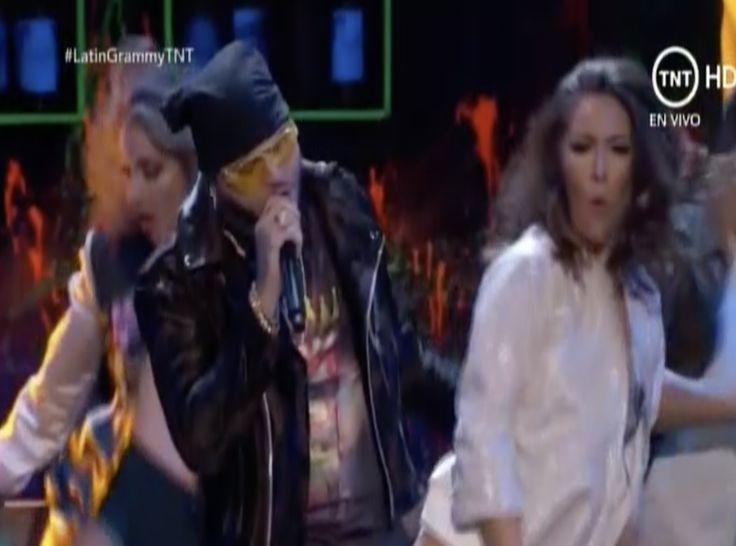 Farruko Interpreta Chillax en los Latin Grammys 2016