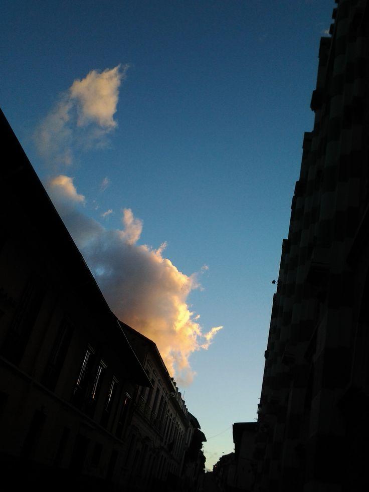 Sunset in #lacandelaria II - #bogota by @yeyocoreart #yeyocoreart