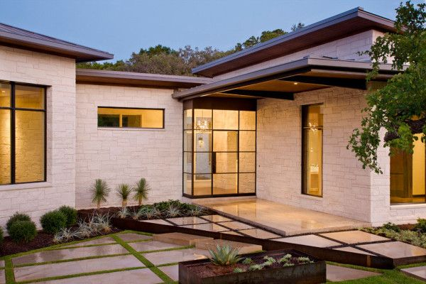 Courtyard 600x400 Enchanting Luxury Home Exhaling Elegance and Comfort: The Blanco House