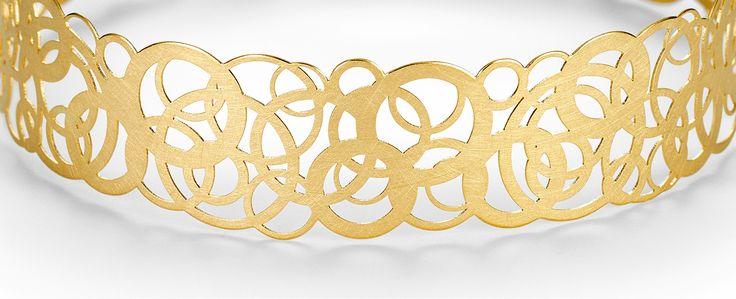 Ein Ornament aus feinen Kreisen, ein Hauch aus Edelmetall: spielerisch, leicht und sehr pr?sent. Roseum ist die neue Romantik. Sp?ren Sie die Harmonie?
