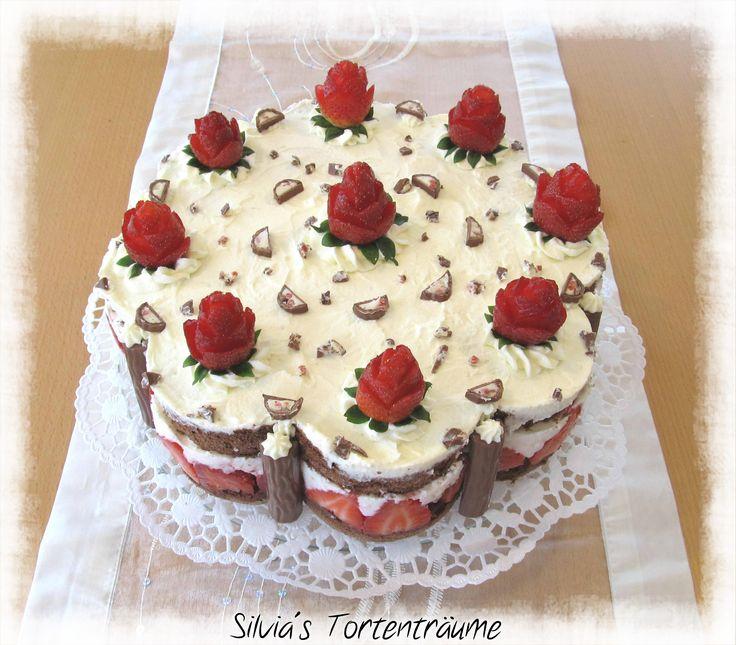 Silvia's Tortenträume: Erdbeer-Yogurette-Torte Kuchen Torte Cake  Erdbeer Yougurette Sahne Erdbeer-Rosen  Rezept & Infos über die Erdbeer-Rosen: https://www.facebook.com/SilviasTortentraeume/posts/809226305845026