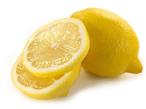 Το λεμόνι είναι ένας πραγματικός «φρουρός» της ομορφιάς του δέρματός μας! Είναι πλούσιο σε βιταμίνη C, που διεγείρει το κολλαγόνο, περιέχει κιτρικό οξύ που αποκαθισ