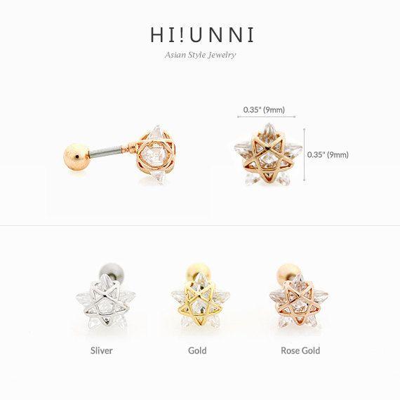 ELK ITEM WORDT GEPRIJST VOOR AFZONDERLIJKE VERKOOP ***  Eén van de topstukken van het HiUnni en het is makkelijk te zien waarom! Fleuren je dag met deze prachtige ingelijste starburst stud earring.  [Options] Verkrijgbaar in 3 kleuren: zilver / goud / Rose Gold  [Materialen] Gemaakt van 316L chirurgisch roestvrij staal & Crystal.  [Meting] De bar is 16 meter x 1/4(1.2 mm x 6 mm).  [Scheepvaart/Teruggave/restitutie] USPS eersteklas verzendkosten geldt voor het eerste item, elk volgende item…