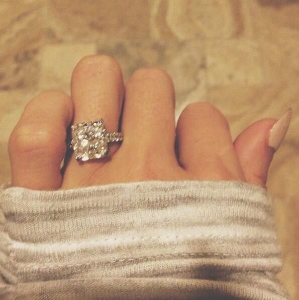 Omg... This is the most perfect engagement ring ever! I would die!!!!!!