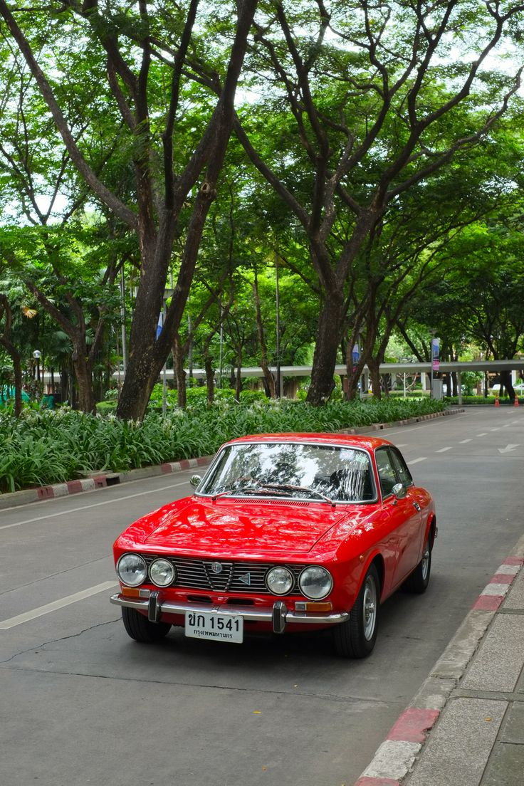 Alfa Romeo 1973 GTV 2000 Maintenance/restoration of old/vintage vehicles: the material for new cogs/casters/gears/pads could be cast polyamide which I (Cast polyamide) can produce. My contact: tatjana.alic@windowslive.com