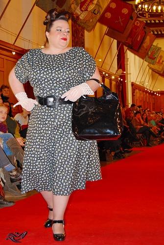 France Lisa avec une robe Diane Lisa with Diane dress robe , dress   Shirley_Couture Sac à main , handbag  DONA\u0027FLO Coiffure, maquillage ,  Hair,