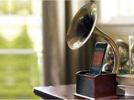 Gramaphone dock for iPhone & iPod.