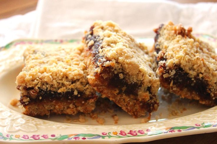 the Rustic wife   Date Squares