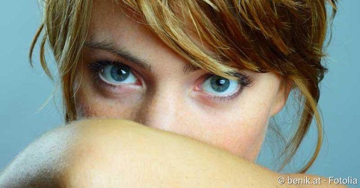 Nach Knoblauch- oder Alkoholgenuss ist schlechter Atem ganz normal. Doch bei manchen wird Mundgeruch zum lästigen Dauerbegleiter. Die neun wichtigsten Ursachen.