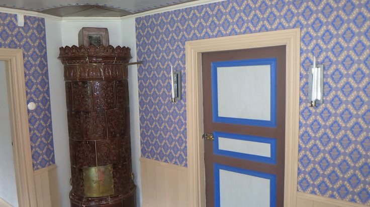 Brown Tile owen and the wallpaper from Lim och Handtryck is Stenhamra. The door is painted in lasures color and create the special ancient athmosphere
