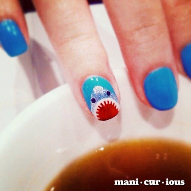 these nails are gonna eat you up! hand drawn shark nailart design // branch: manicurious