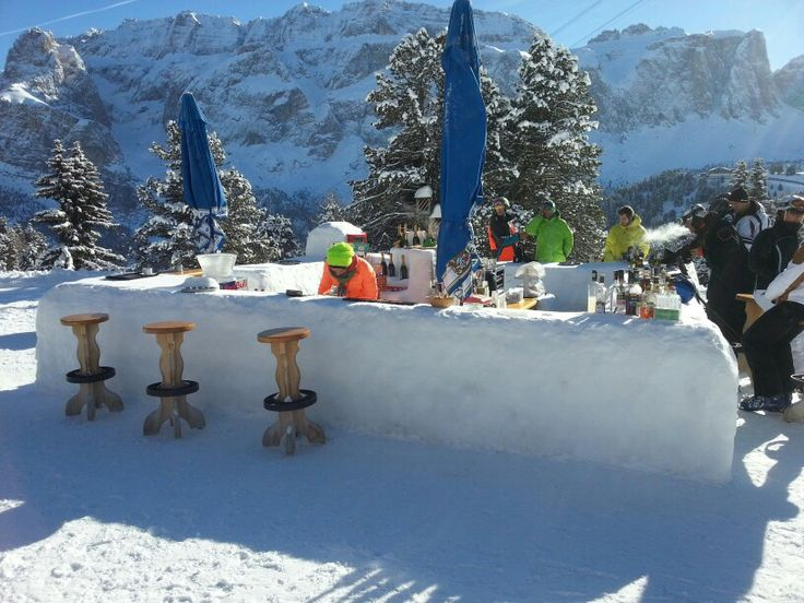Ice bar in the Dolimites, Italy. ♥