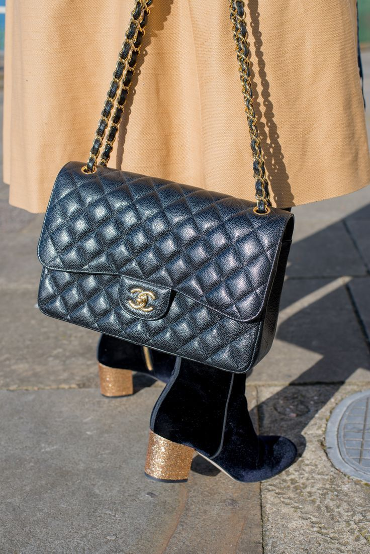 7bbde97ab8ca25 chanel classic flap handbag #LeatherHandbagsCrossbody   Chanel ...