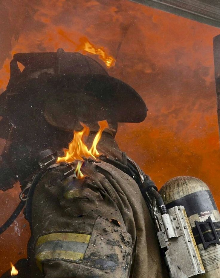 One badass fireman photo,- Feeling the HEAT!