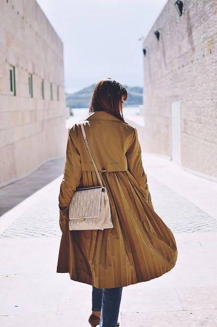 — The Good Girl — by Miriam Melo: Moda