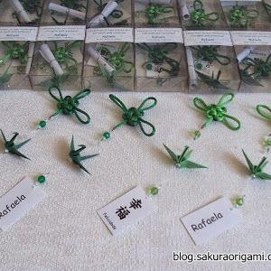 Oba!! Hoje temos fotinhos da decoração de 1000 tsurus do casamento do Chico e da Lú , realizado em setembro de 2011, em São Paulo. R elembre...