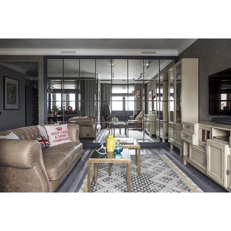 Оформление одной из стен гостиной зеркальным панно не только декоративное, но и функциональное решение, благодаря которому удалось увеличить освещенность в помещении, визуально расширить небольшое пространство и поиграть с отражениями. Проект опубликован в июньском номере @elledecorationru за 2015 год #квартира70м #дизайнженяжданова #женяжданова #моипроекты #гостиная #lighting  #slv #tomdixon #моймагазин #divadecor #фото #евгенийкулибаба #designedbyzhenyazhdanova #диван #mito1964 #divadecor…