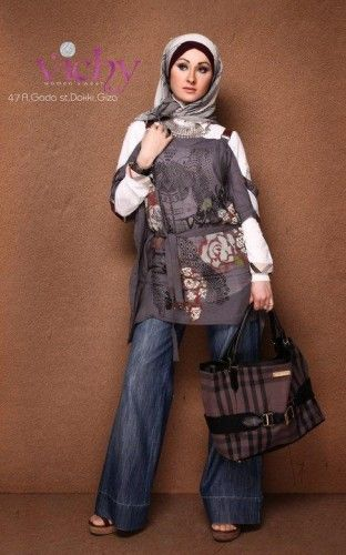 casual chic blouse with chemise- Egyptian hijab style http://www.justtrendygirls.com/egyptian-hijab-style/