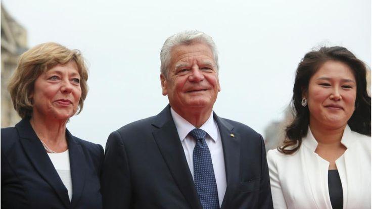 Bundespräsident Joachim Gauck mit Lebensgefährtin Daniela Schadt (l.) und Dresdens First Lady Su Yeon Hilbert