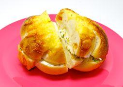 贅沢チーズベーグルサンドルーエプラッツ ツオップ (Ruheplatz Zopf)パン焼き小屋 ツオップ