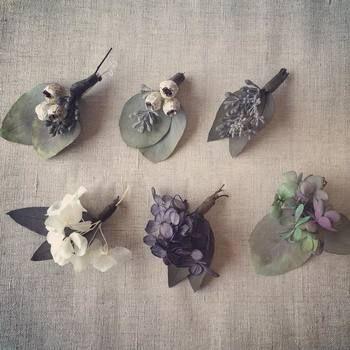 ユーカリと他の花との組み合わせが楽しいミニコサージュ。自然の深みのある色合いがとても素敵ですね。