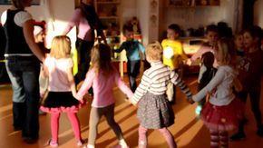 Ranní pozdrav v mateřské školce MiniSvět.MOV