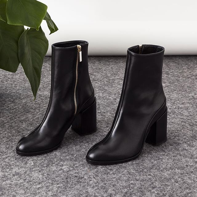 Elegant mid-calf boots Description The SPIRIT boots are a cult favourite, featuring an elegant slim-line silhouette, grounding block heel and minimal aesthetic. Hand-crafted in Italy with supple black