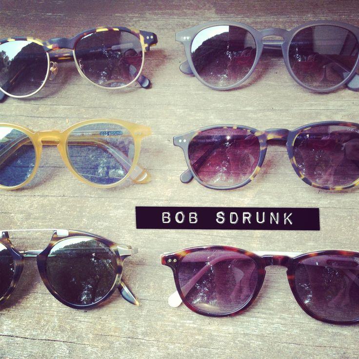 Must have ce wd pour aller à la plage ou vous ballader !! Les lunettes de soleil Bob Sdrunk ont un design original et fait main. Vous pouvez les trouver jusqu'à -50% chez Lilia & John !!! http://www.liliaandjohn.com/fr/9_bob-sdrunk